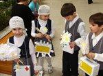 Белые цветы для спасения детей