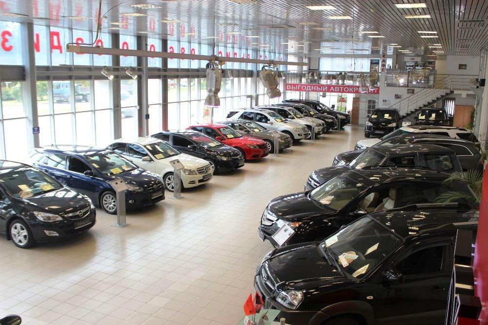 Продажи авто в Петербурге упали на треть