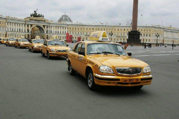 Смольный планирует сократить количество легковых такси в Петербурге