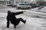 Петербургские тротуары очистят от льда в ближайшие дни