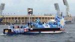 Фанаты «Зенита» устроили заплыв на теплоходе по Неве